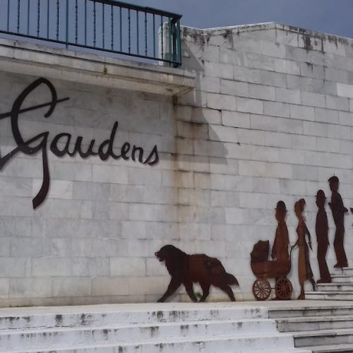Personnages découpés en acier corten et rétroéclairés pour le projet Augustus ST Gaudens